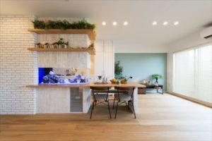 モデルハウスのおしゃれな壁埋め込み水槽
